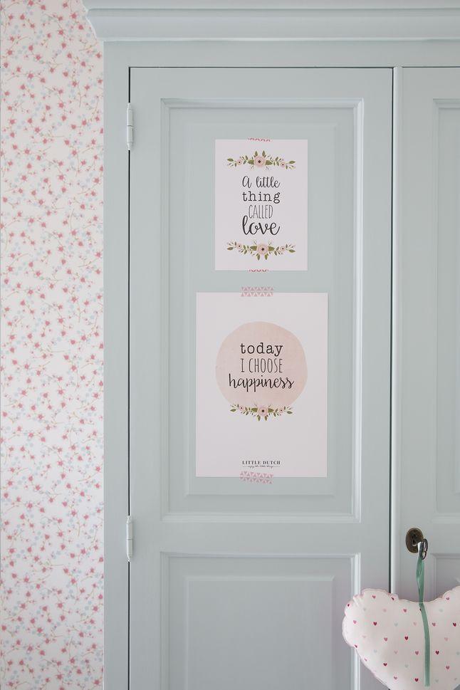Decoreer de babykamer of een andere ruimte in huis met de inspirerende quotes van deze 3-delige set met poster en 2 kaarten flowers!