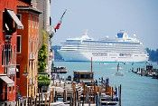 This is a great site to book a cruise.  Cruiselines do not travel with empty rooms so the closer to the departure date the cheaper the rates.  Great for people who are flexable with their vacation time.