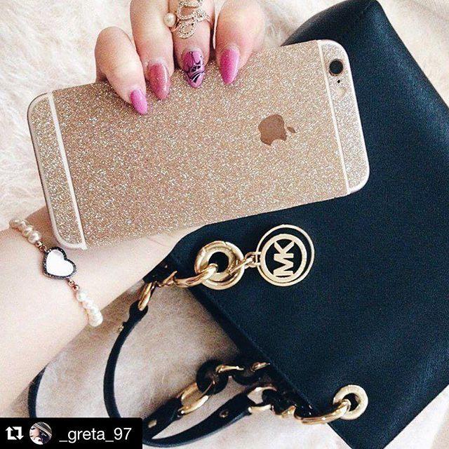 Sunday Mood. Let it shine. Wir lieben die neue Glitzerfolie von @_greta_97 ✨💕👯 🌍internationaler Versand 💁🏼🙆🏽🙋🏻 individuelle Styles 📲 Be a PhoneStar!  #Gold #PhoneStar #michaelcors #highclass #glamour #glitter #everystyle #sunday #goldentime #shine #iPhone6 #iPhone7