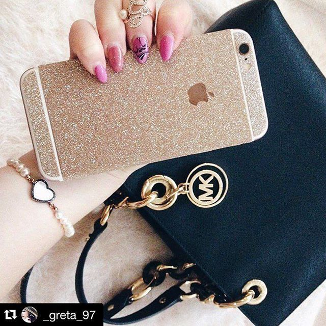 Sunday Mood. Let it shine. Wir lieben die neue Glitzerfolie von @_greta_97 ✨💕👯 🌍internationaler Versand 💁🏼🙆🏽🙋🏻 individuelle Styles 📲 Be a PhoneStar!  #Gold #PhoneStar #michaelcors #highclass #glamour #glitter #everystyle #sunday #goldentime #shine #iPhone6 #iPhone7