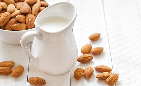 Wir präsentieren Ihnen leckere Milch-Ersatz-Rezepte und laden Sie ein zum köstlich-gesunden milchfreien Genuss.