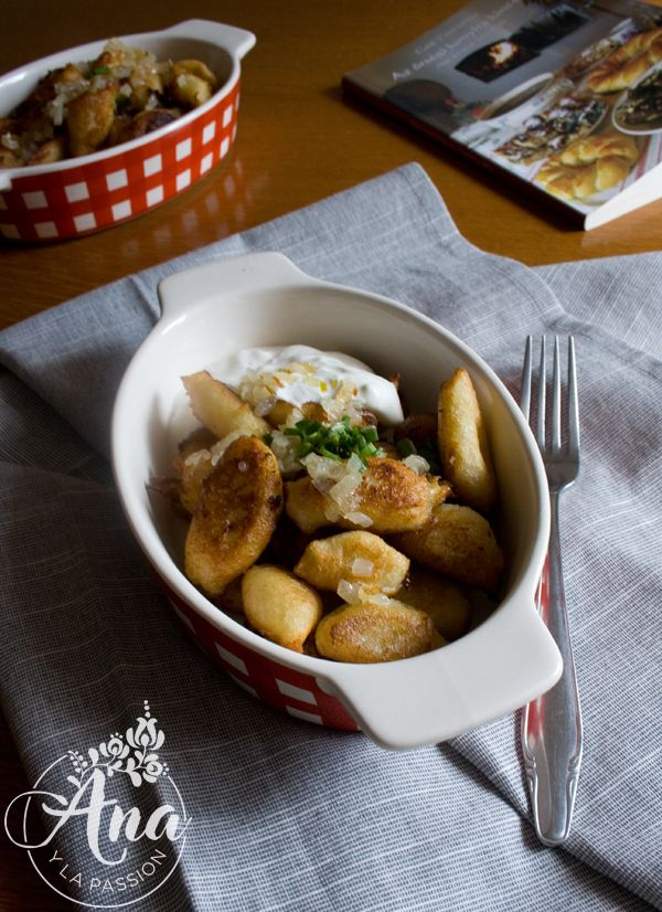 Dödölle - a traditional Hungarian dish made from potatoes and flour served with onion and sour cream