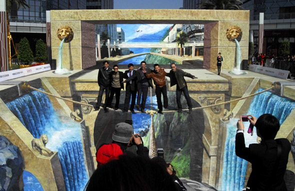 Chalk Drawing That Won Guinness | Mighty Optical Illusions