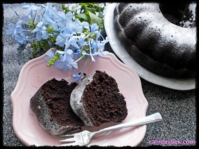 Madensuyu ile kakaolu kek