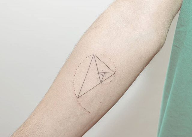 Pontotattoo Handpoked Golden/Sublime Triangl