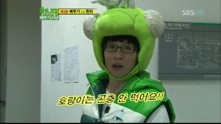 Yoo Jae Suk #grasshopper chasing at #RunningMan