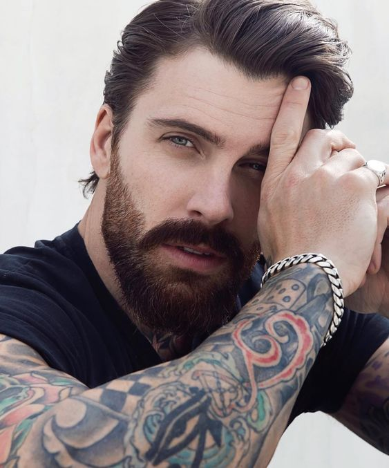 Conheça os modelos de barbas que serão tendência em 2021! Beard Styles For Men, Hair And Beard Styles, Long Hair Styles, Look Man, Beard Lover, Inked Men, Beard Trimming, Beard Tattoo, Moustaches