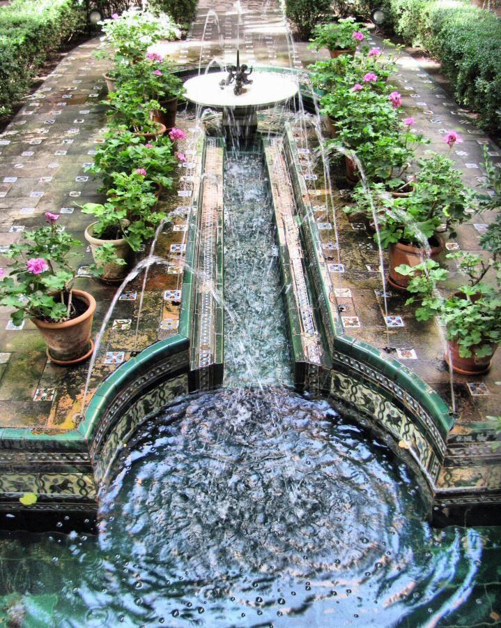 Manantial del jardin andaluz del Museo Sorolla de Madrid