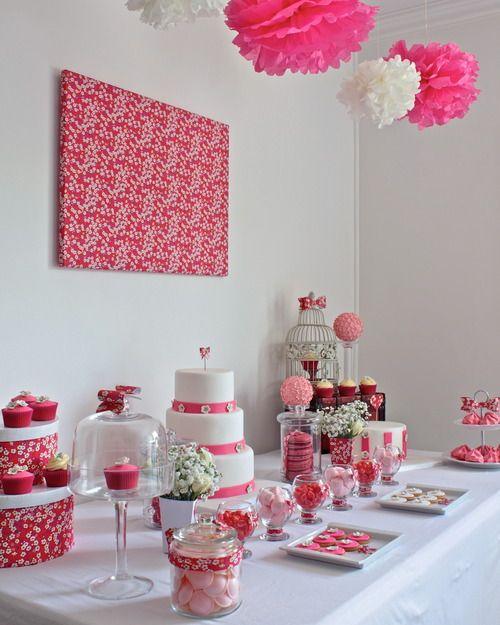 CANDY BAR. Une pièce et table décorées pour un candy bar !