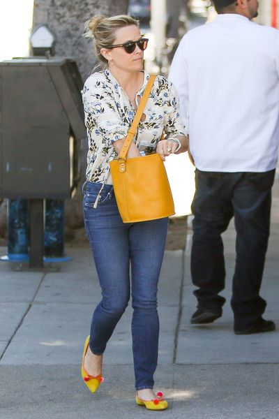 Reese Witherspoon Photos Photos - Reese Witherspoon and daughter Ava Elizabeth Phillippe are seen lunching on March 7, 2017. - Reese Witherspoon Lunches With Daughter Ava