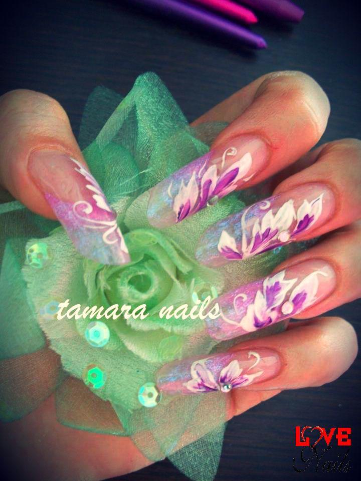 "Do you like ""#butterfly effect""?  Per realizzarlo abbiamo usato: - One Rock - Cover Extra http://www.rdcosmetic.com/catalogo_prodotti/cover_extra.html - Gloss Finish  (Tamara Salvarani - nail artist) #nailart #fashion #nails #unghie #farfalla"