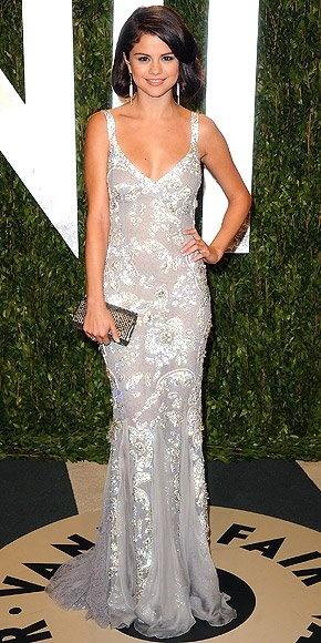 Selena Gomez en la fiesta de Vanity Fair de despu'es de los Oscars 2012. Vestido de Dolce and Gabbana