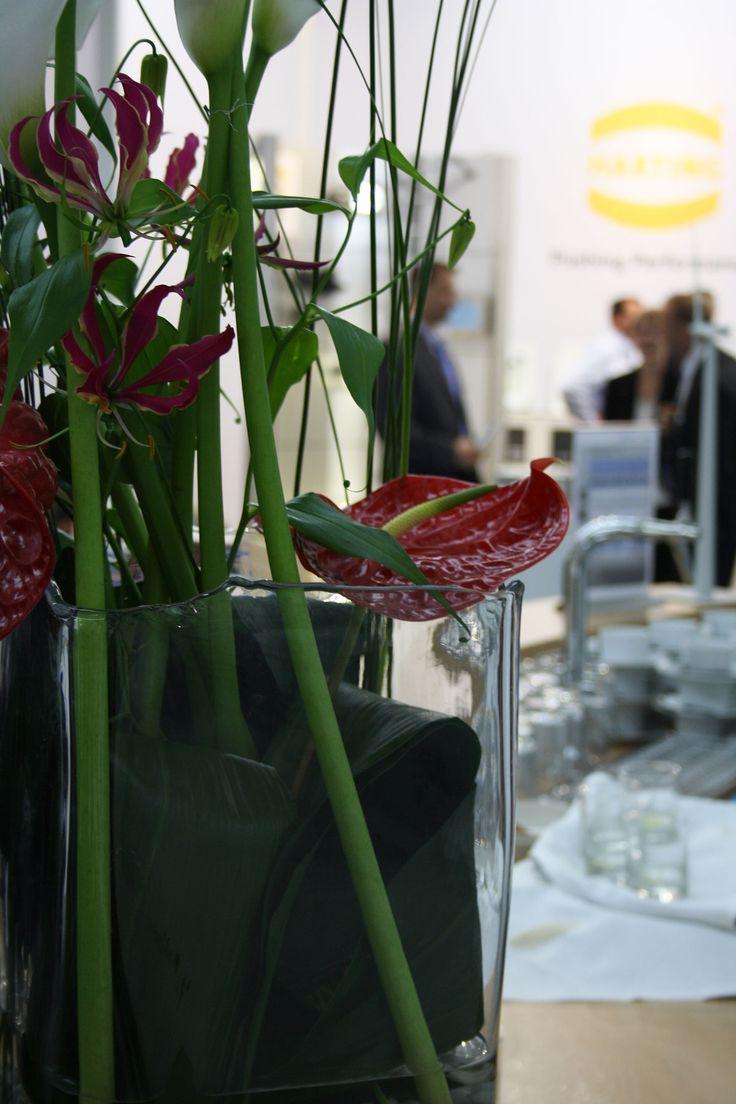 Blumendekoration in Glasvase mit Anthurie, Counterdekoration, Hamburg Messe, flower counter decoration, fairy