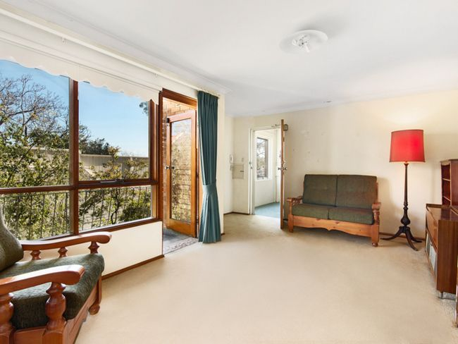 EXCITING NEW LISTING FOR SALE BY AUCTION.   VIEW THURSDAY & SATURDAY  FROM 10.30 - 11.00 AM Located in one of Mosman's most iconic streets, this 75 sqm two-bedroom apartment is in original...