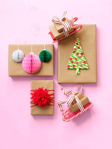 envolver regalos de navidad  con adornos hechos con manualidades #gifts #wrapping #paper #christmas #navidad #regalos #manualidades #crafts #DIY
