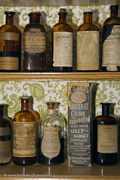 Antique apothecary bottles - Google zoeken