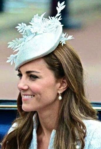Pin by leslie dye on best royal hats in 2019  e7ebd2f613c