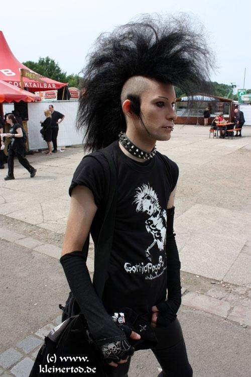 Kleiner Tod - Begegnungen - Photo Besucher WGT 2011 - Wave Gotik Treffen Fotos