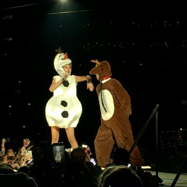 Pin for Later: Taylor Swift Takes Her World Tour Up a Notch With 2 Halloween Surprises