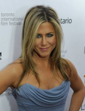 Jennifer Aniston Net Worth: Actress Leads L.A. Protest Over Construction of 90,000-Square-Foot Giga Mansions : News : Realty Today