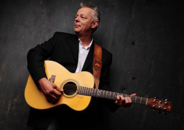 """Tommy Emmanuel's Guide to Developing Hand Independence, and More on Chet Atkins' """"El Vaquero"""" — Video"""