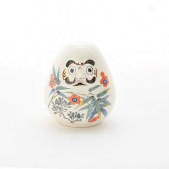 こちらは陶器のだるまです。 石川県金沢市の九谷焼きで作られています。  お腹の柄は松竹梅。 伝統的な意匠を、現代風にアレンジした逸品です。