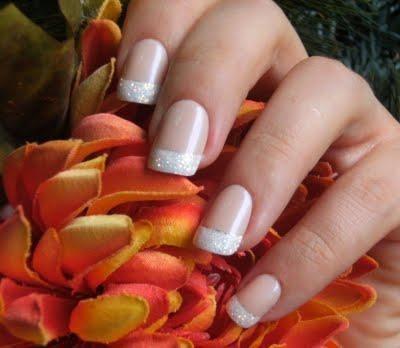 Subtel glitter french manicure