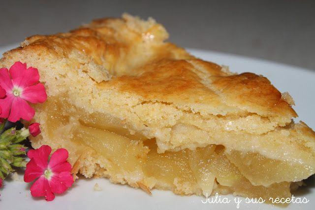TARTA DE MANZANA AMERICANA / Masa de galleta: - 1 huevo - 150g de mantequilla a temperatura ambiente - 300g de harina - 100g de azúcar Para el relleno: - 4-5 manzanas amarillas - 4 cucharadas soperas de agua - 4 cucharadas de azúcar avainillada - 2 cucharadas de zumo de limón - 1 huevo batido para pintar
