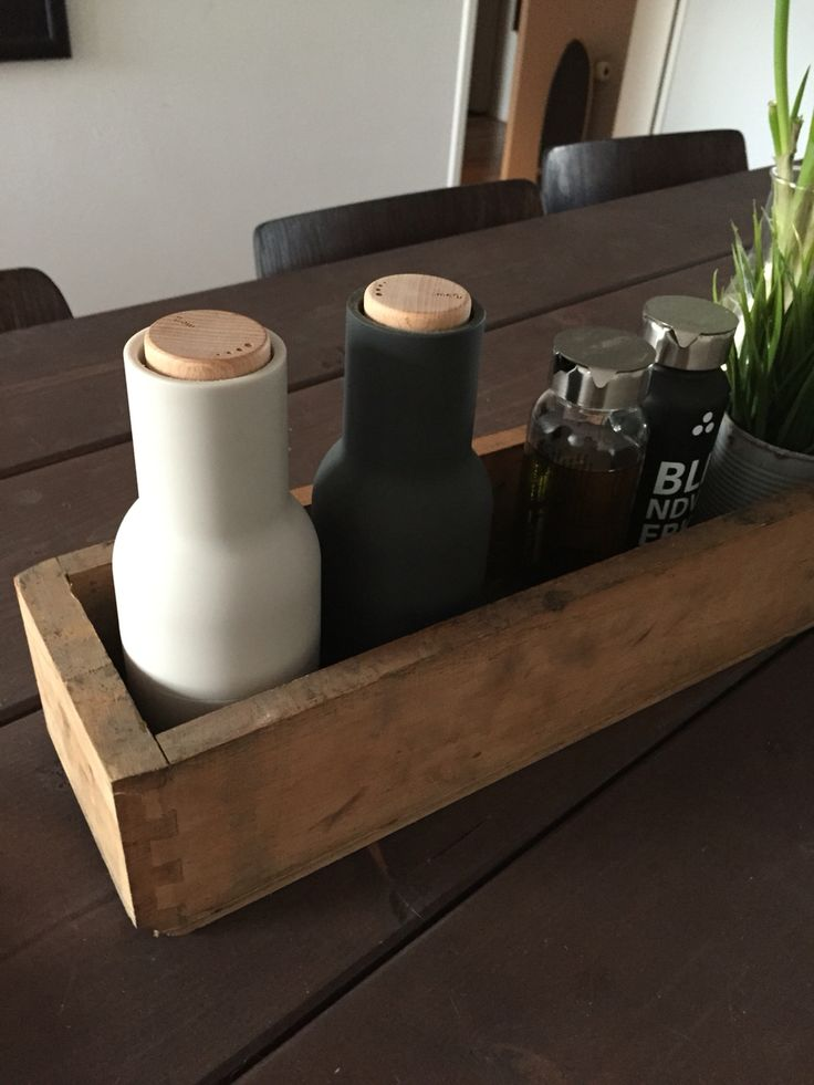 Menu Salz und Pfeffer Mühle in alter Vintage Schublade Recycling true Fruits Flaschen DIY table, recycling von alten Schulstühlen Aula Stuhl #interior Design #vintage