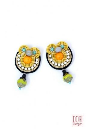 These earrings from our Caprice collection are so fun and radiant that we can't keep our eyes out of them ! Get them now for only $123 until March 7th!