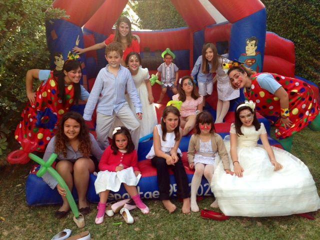 Las Comuniones en Jardines del Trapiche (Velez Málaga) son especiales gracias a nuestras dulces payasitas.