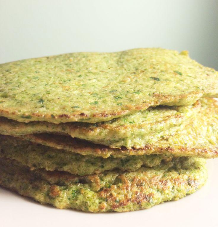 Lækre og sunde pandekager med broccoli og spinat. Pandekagerne kan fyldes med grønsager (salat, avokado, tomater, agurk, løg etc), hytteost og kød - eller spises som de er. Mums!