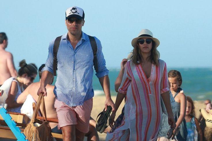 Jessica Alba – Vacation in Trancoso Brazil : Global Celebrtities (F) FunFunky.com