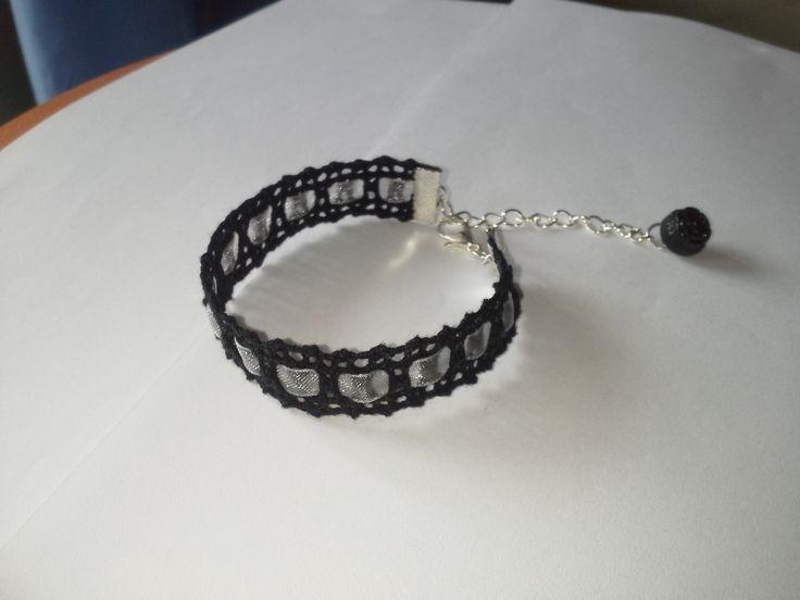 Les bracelets en dentelles aux fuseaux