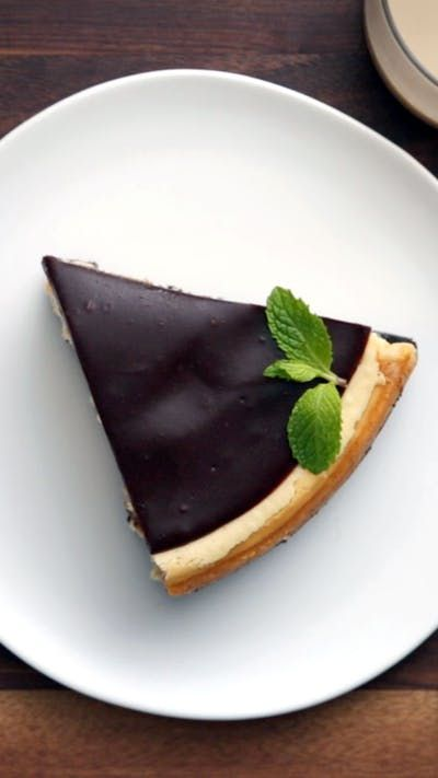 Recipe with video instructions: Kiss this cheesecake - it's Irish. Ingredients: For the crust:, 1 (10-ounce) package Mint Oreo Thins, 6 tablespoons butter, melted, Pinch of salt, For the...