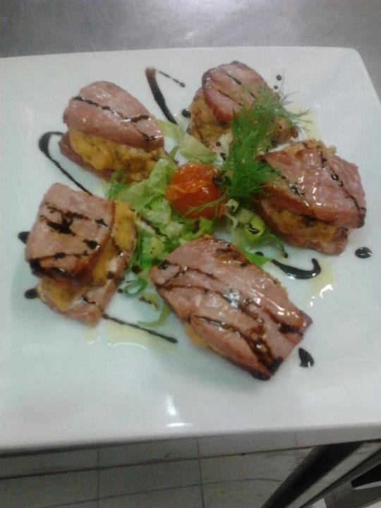 sandwich di tonno farcito con patate e funghi