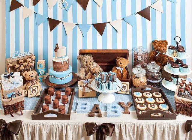 Mesa de postres de temática Osito Teddy para baby shower. #DecoracionBabyShower #MesaDePostres