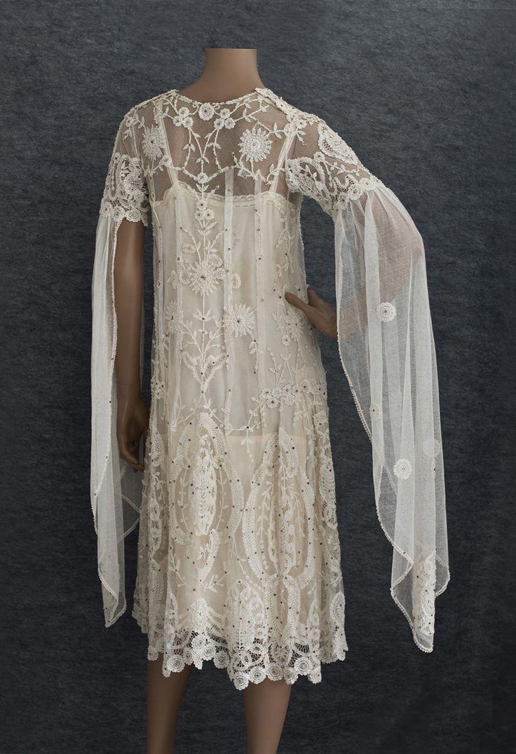 Appliquéd princess lace wedding dress, c.1925. Back