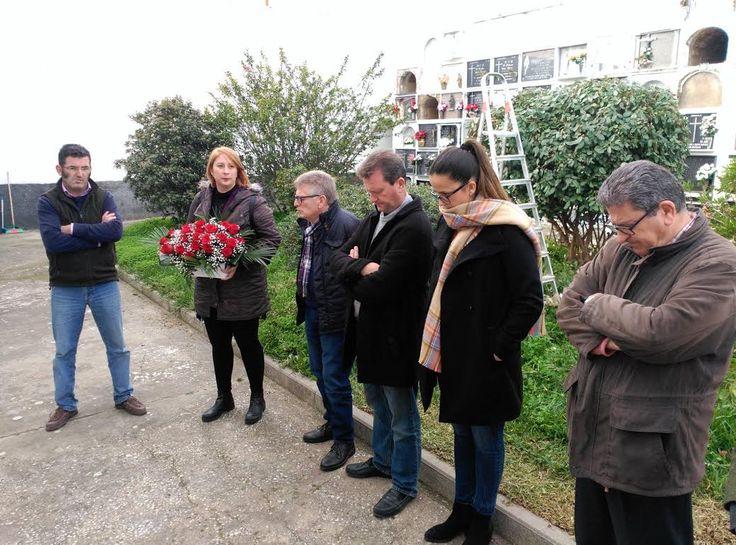 Cádiz (Benalup- Casas Viejas).- El primer teniente de alcaldesa, Francisco González Cabaña, ha presidido hoy en el Cementerio la ofrenda floral en recuerdo de las víctimas de los Sucesos de Casas Viejas