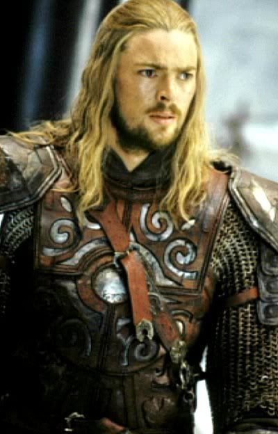 Karl Urban. In case you didn't know this, he plays the guy with cute hair in Red. And I'm not the only one who thinks that...Bruce Willis even said it in the  movie.