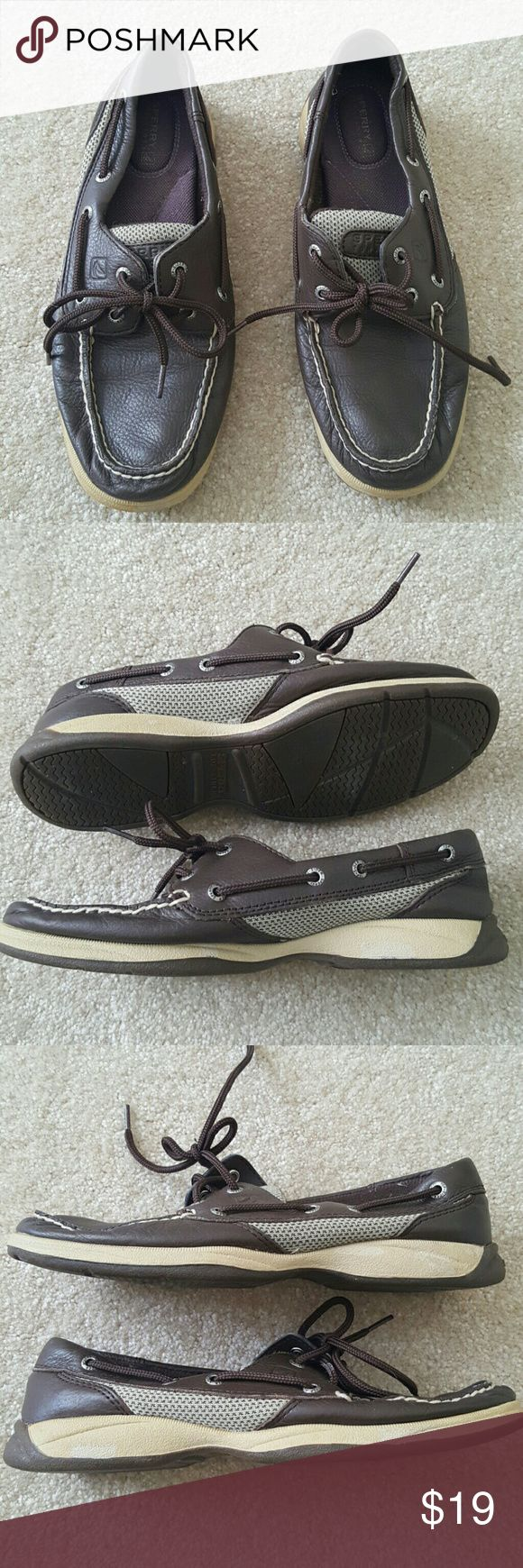 Sperry top siders 🌀In good condition, has some scuffs on beige rubber part. Size 7 Sperry Top-Sider Shoes Flats & Loafers