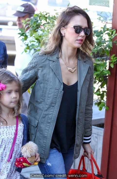 Jessica Alba and husband Cash Warren leave Brentwood Mart with their daughters Honor and Haven and head to a local park http://www.icelebz.com/events/jessica_alba_and_husband_cash_warren_leave_brentwood_mart_with_their_daughters_honor_and_haven_and_head_to_a_local_park/