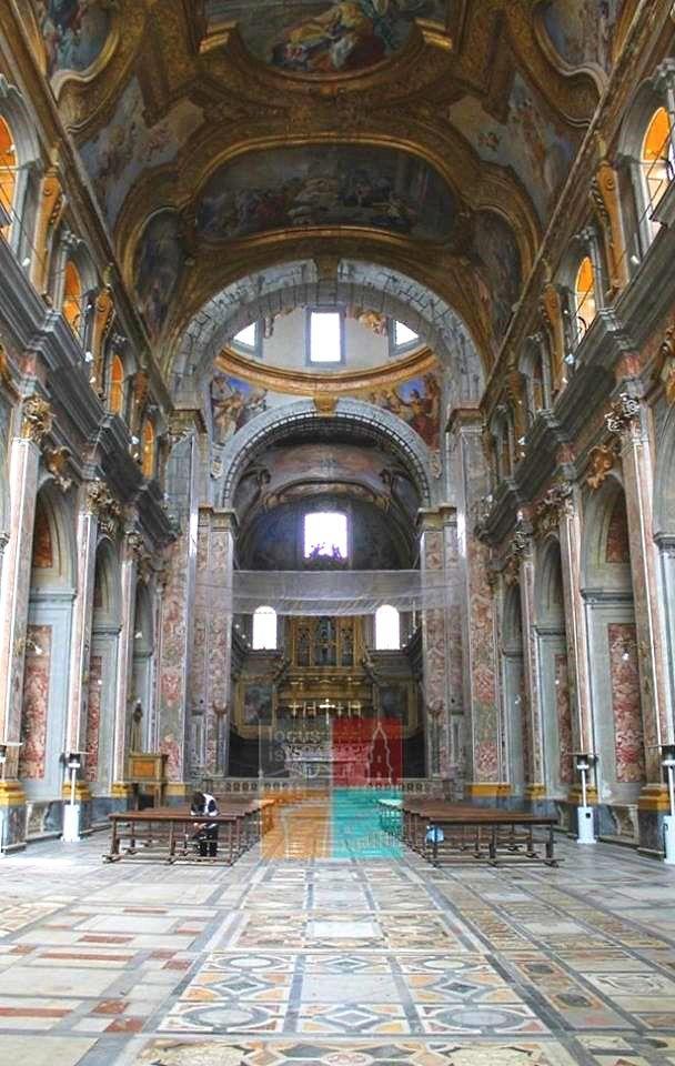 Interno della Basilica dei SS. Severino e Sossio, Naples
