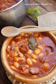 Uwielbiam fasolkę po bretońsku :) Idealnie nadaje się na obiady w zimne jesienne i zimowe dni. Dziś właśnie był taki dzień.... Pole...
