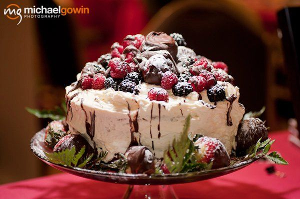 THE MALTBY CAKE! THE MALTBY CAKE! A perfect Holiday show stopper dessert! Easy too! www.tammymaltby.com