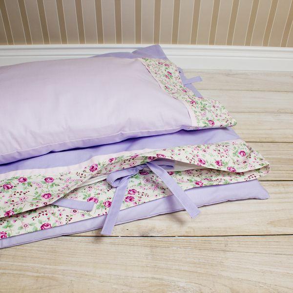Pościel dziewczęca 100x135 - fiolet z różyczkami. w Urocze Dodatki na DaWanda.com