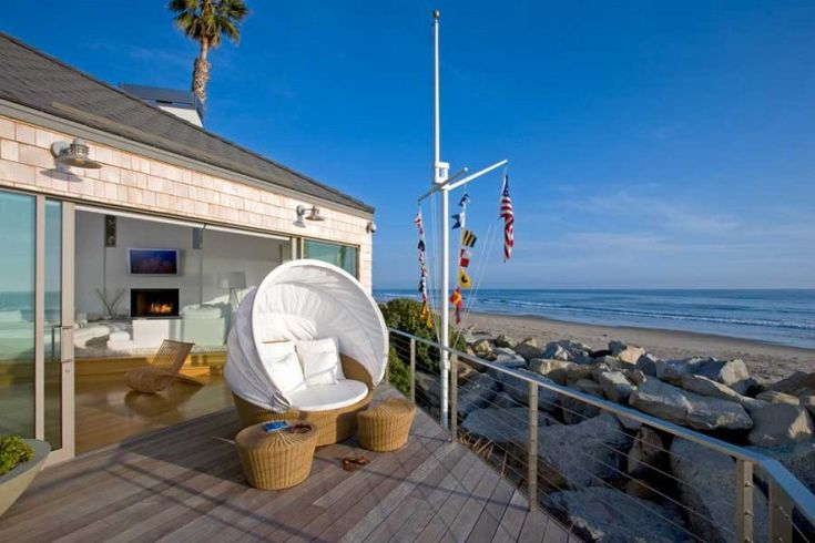 Beach Home in Carpinteria: House Design, Southern California, Beaches Chairs, Beaches Home, Carpinteria Beachfront, Interiors Design, California Beaches House, Home Decor, Beachfront Resident