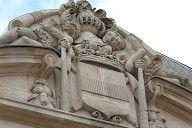 Nogent-le-Rotrou - Rotonde du tombeau de Sully - Détail du portail-  A la fin de sa vie, proche du réseau diplomatique de Richelieu, Sully a été nommé maréchal de Frace en 1634. Il décédera au chateau de Villebon (Eure et Loire) le 22 déc 1641. Son tombeau de marbre blanc est à Nogent le Rotrou, dans l'église Notre-Dame de la Nativité.