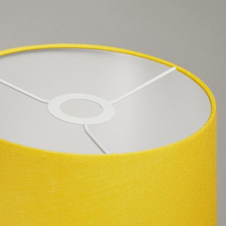 Plafonniere Ton rond 30 geel - Deze mooie plafonnière wordt compleet geleverd met een chique kap en een blender. De blender gebruikt u om een egale lichtverdeling te creëren en zorgt er bovendien voor dat u niet direct in de lichtbron kijkt. Voorzien van een E27 fitting, dus geschikt voor een diversiteit aan lichtbronnen!