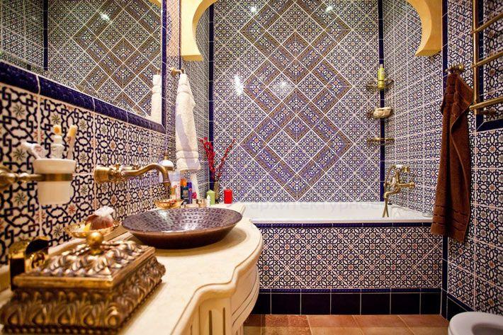Богатая ванная комната в марокканском стиле